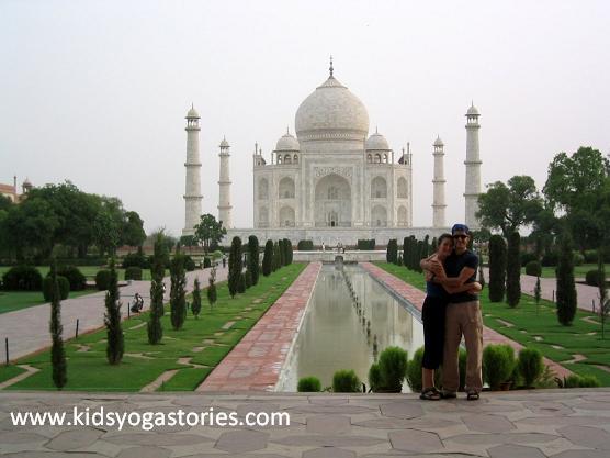 Taj-Mahal-Couple-Engaged