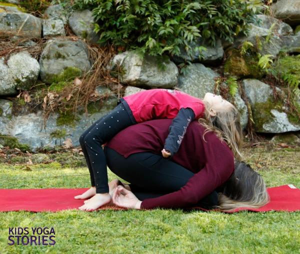Lizard on the Rock: partner yoga poses for kids | Kids Yoga Stories